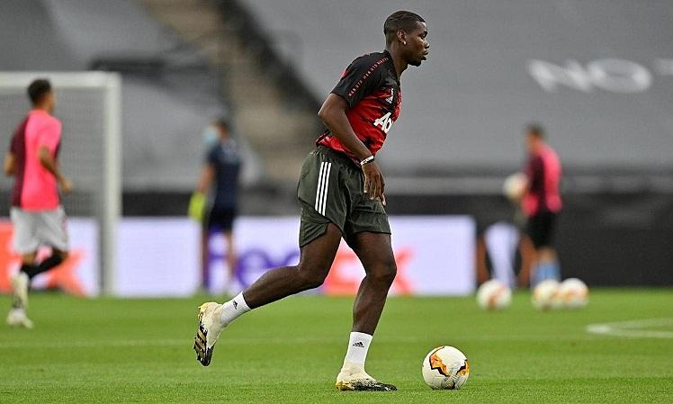 Pogba khởi động trước trận Man Utd - Sevilla ở bán kết Europa League vào ngày 16/8. Ảnh: Reuters.