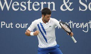Novak Djokovic 2-1 Milos Raonic