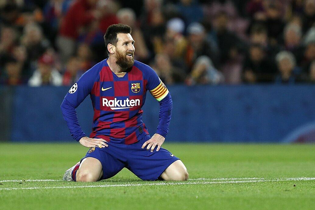 Messi không thể cùng Barca giành danh hiệu nào trong mùa giải qua. Ảnh: AP.