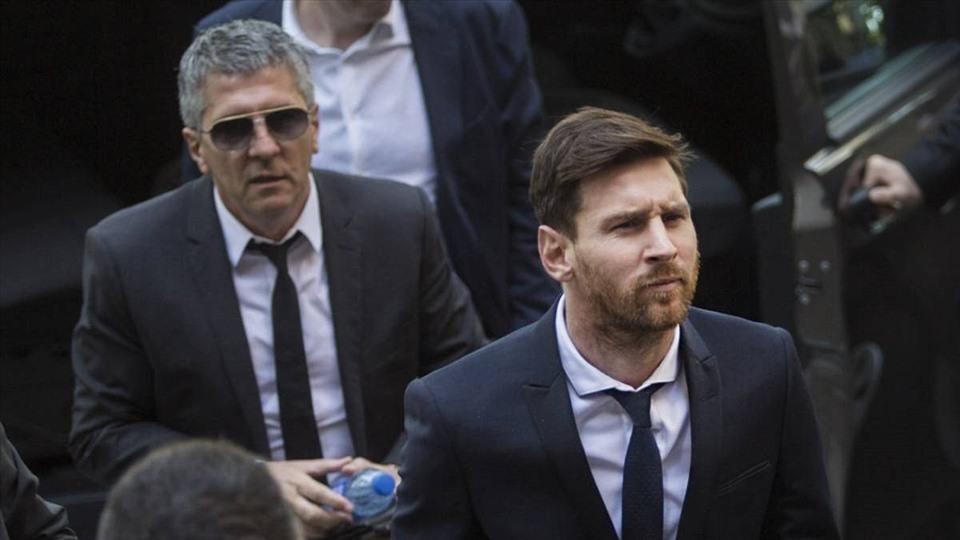 Ông Jorge Messi (trái) là cha và đồng thời là người đại diện của Lionel Messi. Ảnh: Daily Post.