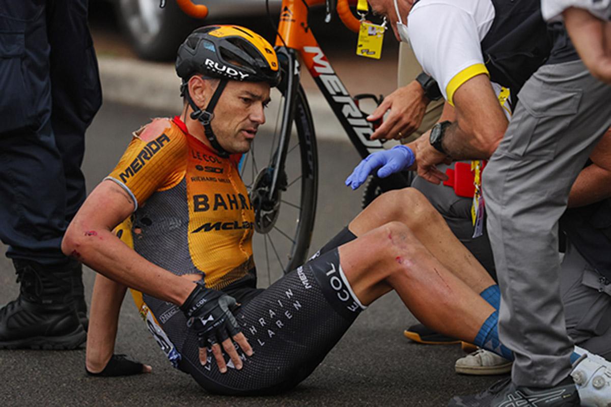 Rafa Valls bỏ cuộc ở Tour de France vì tai nạn hy hữu. Ảnh: Bettini photos