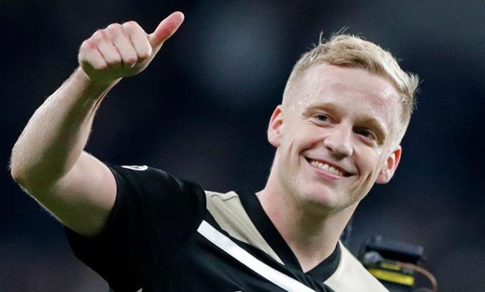Man Utd sẽ có thêm một lựa chọn tốt khi sở hữu Van de Beek. Ảnh: AP.