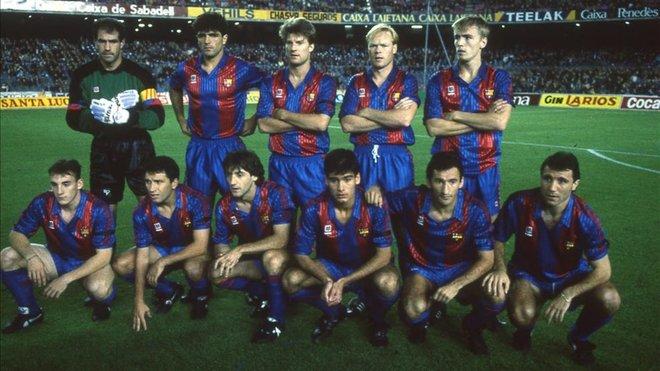 Eusebio (hàng ngồi, thứ hai từ trái sang) trong đội hình Barca thập niên 1990.