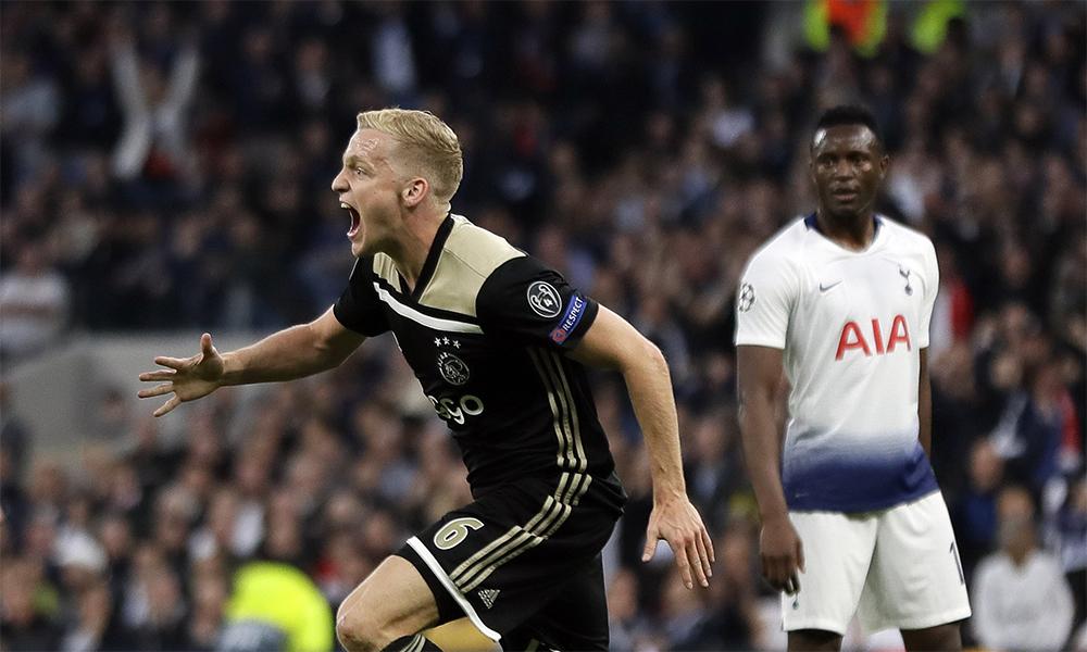 Van de Beek mừng bàn thắng giúp Ajax hạ Tottenham 1-0 ở lượt đi bán kết Champions League 2019. Ảnh: AP