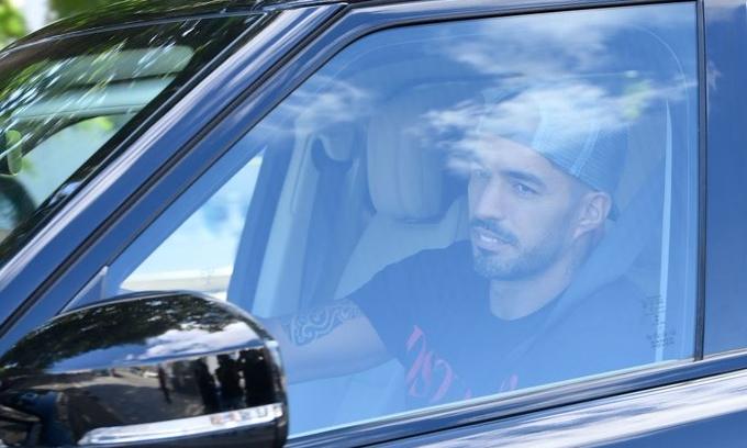 Suarez sẽ thay Higuain làm đối tác trên hàng công cùng Ronaldo.