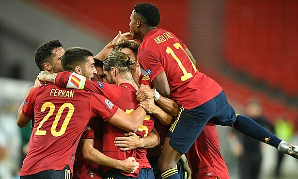 Tưởng như Tây Ban Nha phải chấm dứt chuỗi 40 trận ghi bàn, họ bất ngờ gỡ hòa. Ảnh: EPA