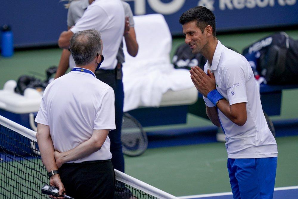 Djokovic phân trần với ban tổ chức trong tuyệt vọng. Ảnh: AP.