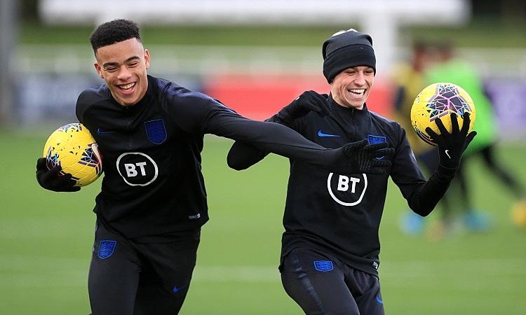 Greenwood và Foden trong một buổi tập ở đội tuyển. Ảnh: PA.