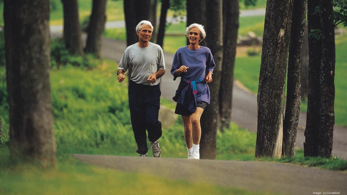 Chúng ta mất khối lượng cơ khi già đi, bí quyết của nhiều vận động viên chạy bộ trên 50 tuổi là dành nhiều thời gian cho việc rèn luyện sức bền, giữ thăng bằng.