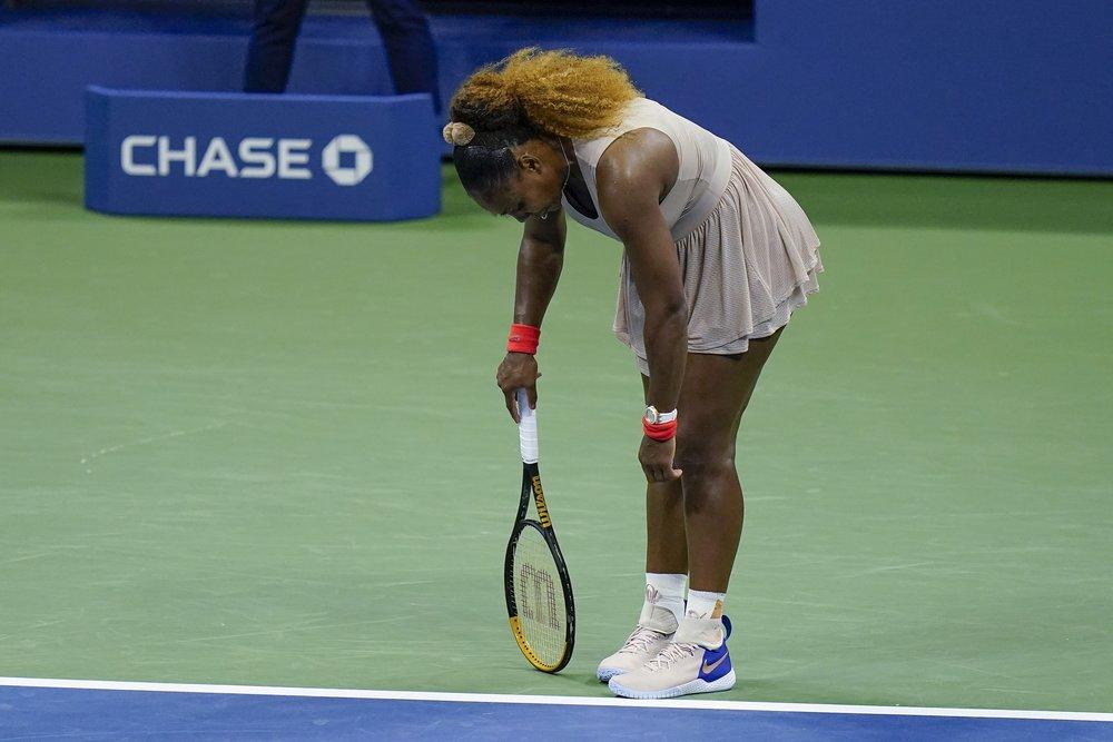 Serena không thể lần thứ ba liên tiếp vào chung kết Mỹ Mở rộng. Ảnh: AP.