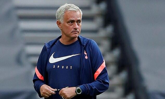 Mourinho phàn nàn khi Tottenham có thể phải chơi tám trận trong 16 ngày. Ảnh: Reuters