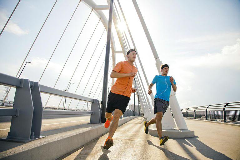 Chạy bộ tốt cho sức khỏe. Ảnh: Adam Hester - Digital Vision - Getty Images.