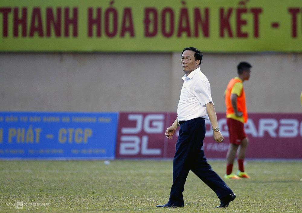 Bầu Đệ sáu lần thay HLV Thanh Hóa trong ba năm qua.