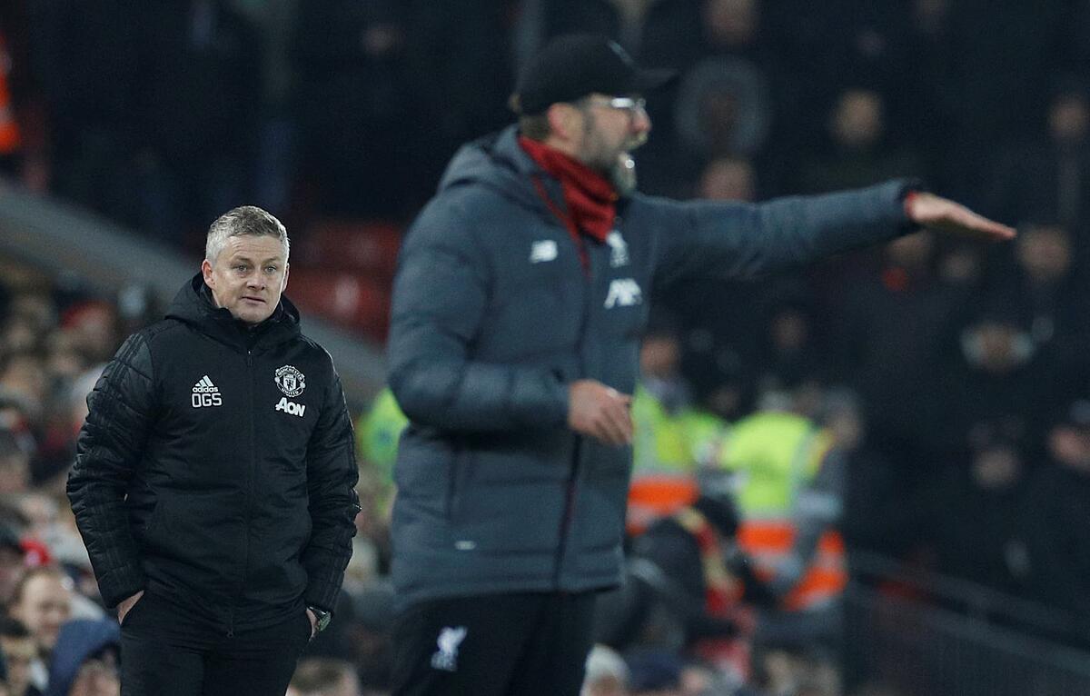 HLV Ole Gunnar Solskjaer (trái) và Klopp bên đường biên sân Anfield, khi Man Utd làm khách của Liverpool ở Ngoại hạng Anh hồi tháng 1/2020. Ảnh: Reuters.