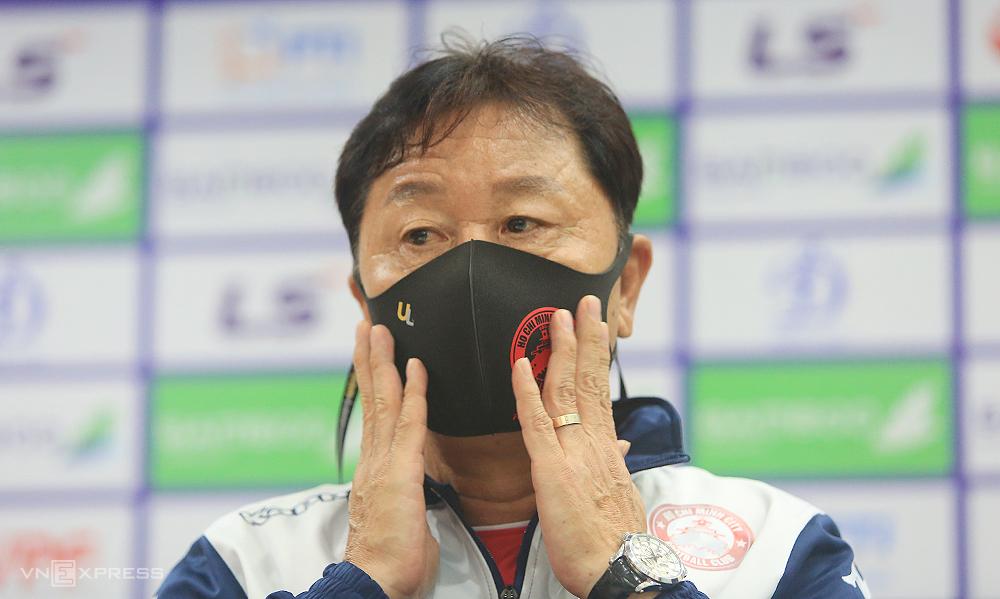 HLV Chung Hae-seong chưa từng đánh bại Hà Nội trong thời gian dẫn dắt HAGL và TP HCM.