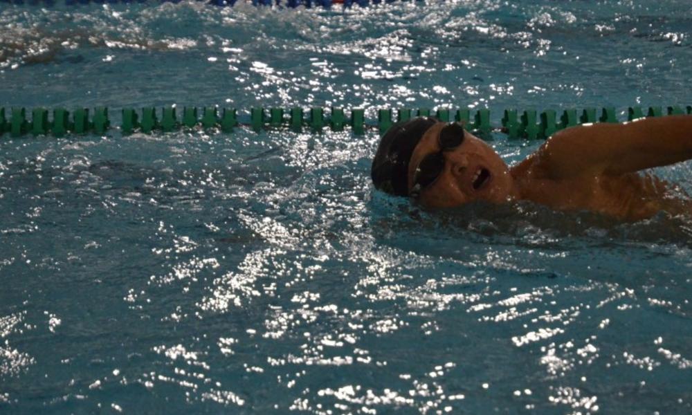 Inada trong phần tập bơi hơn 3km mỗi ngày. Ảnh: Kyodo