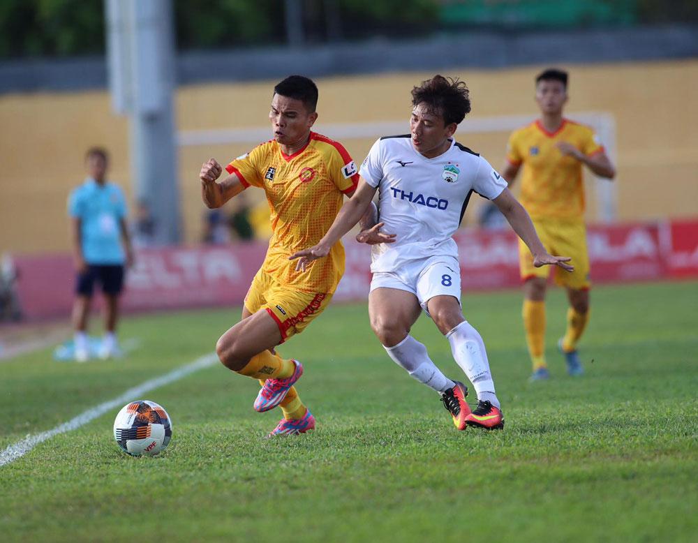 Thanh Hóa (vàng) đang đứng thứ tám tại V-League 2020 với 14 điểm sau 11 trận. Ảnh: VPF.