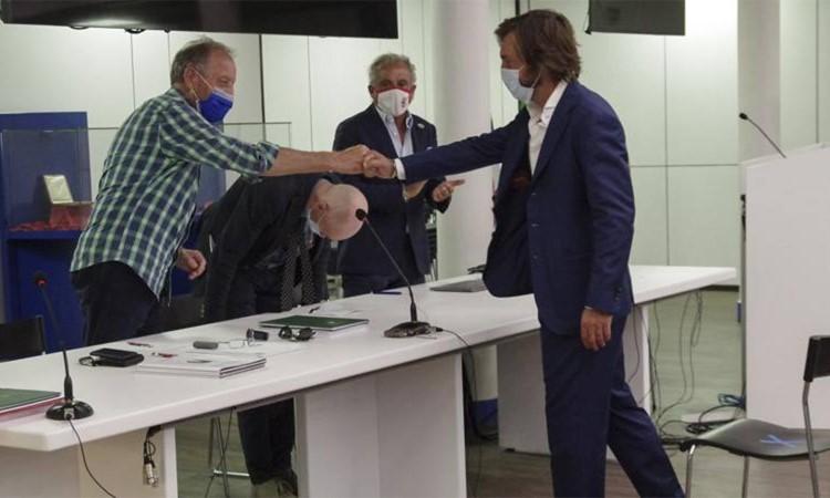 Pirlo hoàn thành kỳ thi cuối cùng để lấy bằng HLV chuyên nghiệp chỉ một tuần trước trận đầu tiên tại Serie A. Ảnh: FIGC.