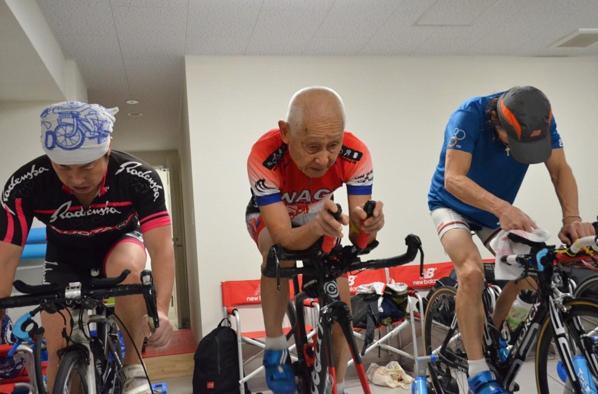 Ý chí của Inada truyền cảm hứng lớn cho nhiều VĐV triathlon trẻ tuổi hơn. Ảnh: Kyodo