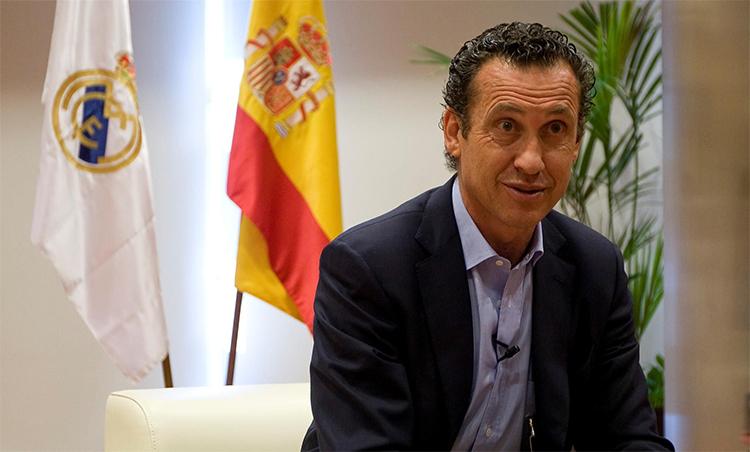 Valdano từng là cầu thủ nổi tiếng, HLV dẫn dắt Real giành La Liga 1995, trước khi làm Tổng Giám đốc nhiều năm. Ảnh: Reuters.