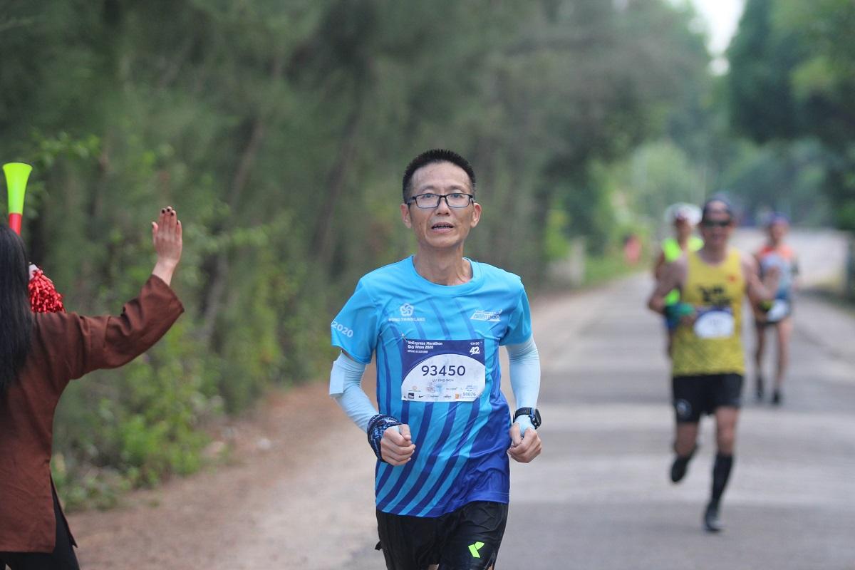 Một runner trên đường chạy VM Quy Nhơn 2020.