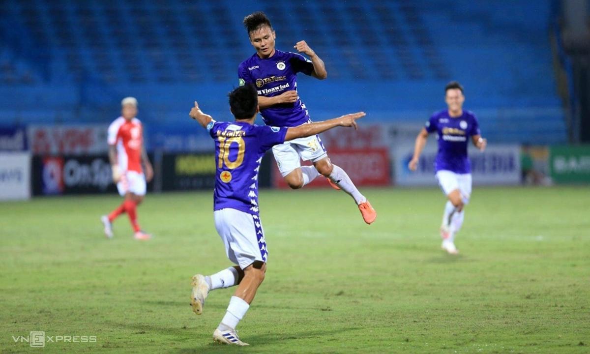 Văn Quyết và Quang Hải là hai ngôi sao chơi nổi bật nhất trong đội hình Hà Nội. Ảnh: Lâm Thỏa.