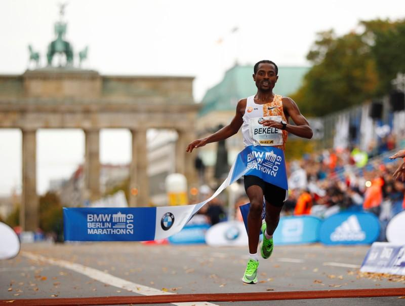 Bekele về nhất tại Berlin Marathon 2019. Ảnh: AP