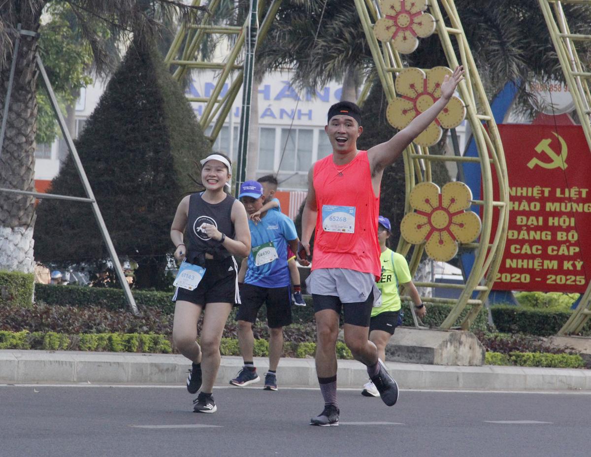 Phạm Anh góp mặt tại giải chạy VnExpress Marathon Quy Nhơn 2020, đảm nhận hai vai trò MC và runner.