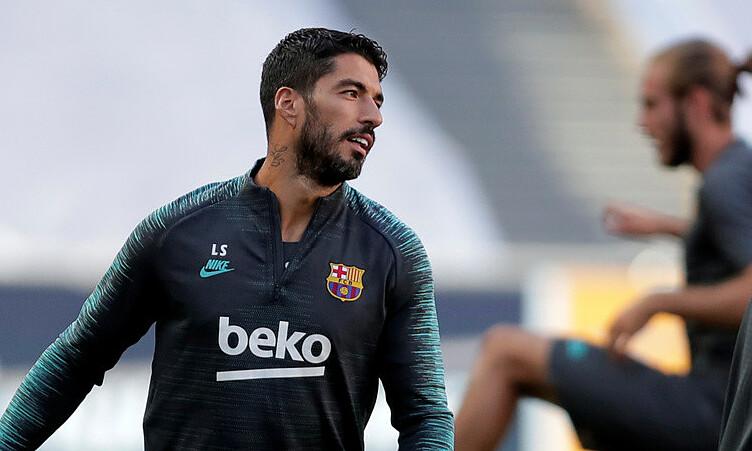 Suarez chưa thể rời Barca vì vướng thủ tục giấy tờ. Ảnh: Reuters