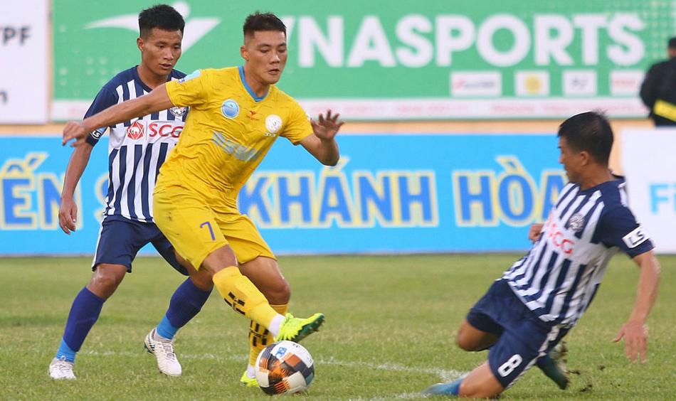 Lâm Ti Phông (7) sẽ hội ngộ cùng các đồng đội cũ ở đội U19 Việt Nam như Công Phượng, Văn Sơn trong màu áo CLB TP HCM. Ảnh: VPF.