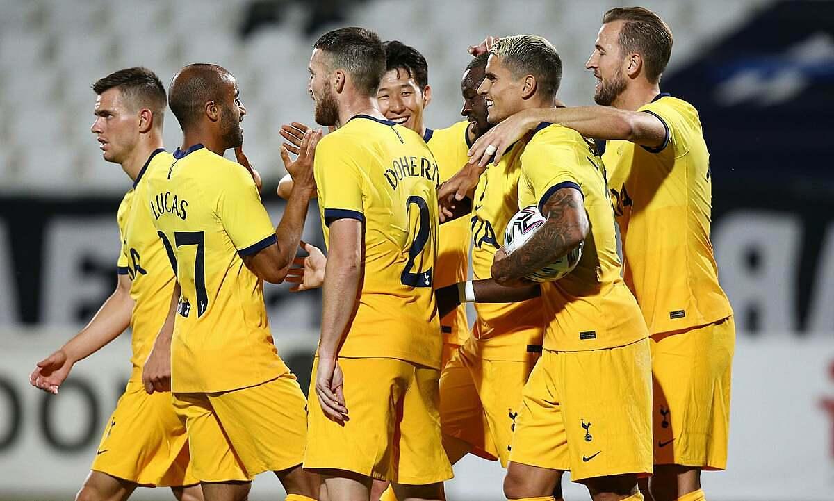 Cầu thủ Tottenham chia vui với Ndombele sau khi tiền vệ người Pháp ghi bàn ấn định tỷ số 2-1 trước chủ nhà Plovdiv hôm 17/9. Ảnh: Reuters