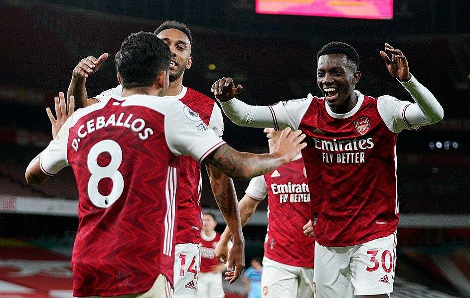 Cầu thủ Arsenal mừng bàn ấn định chiến thắng. Ảnh: Reuters.