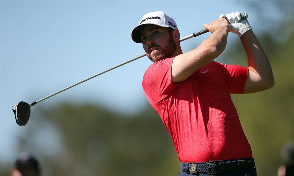 Wolff phát bóng ở hố 9, vòng ba US Open trên sâng Tây Winged Foot hôm 19/9. Ảnh: USA Today