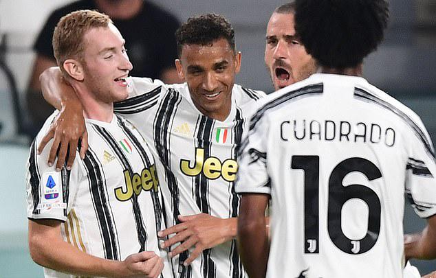 Kulusevski (trái) ghi bàn trong trận ra mắt Juventus. Tiền đạo 20 tuổi được kỳ vọng sẽ chia lửa hàng công với Ronaldo mùa này. Ảnh: AFP.