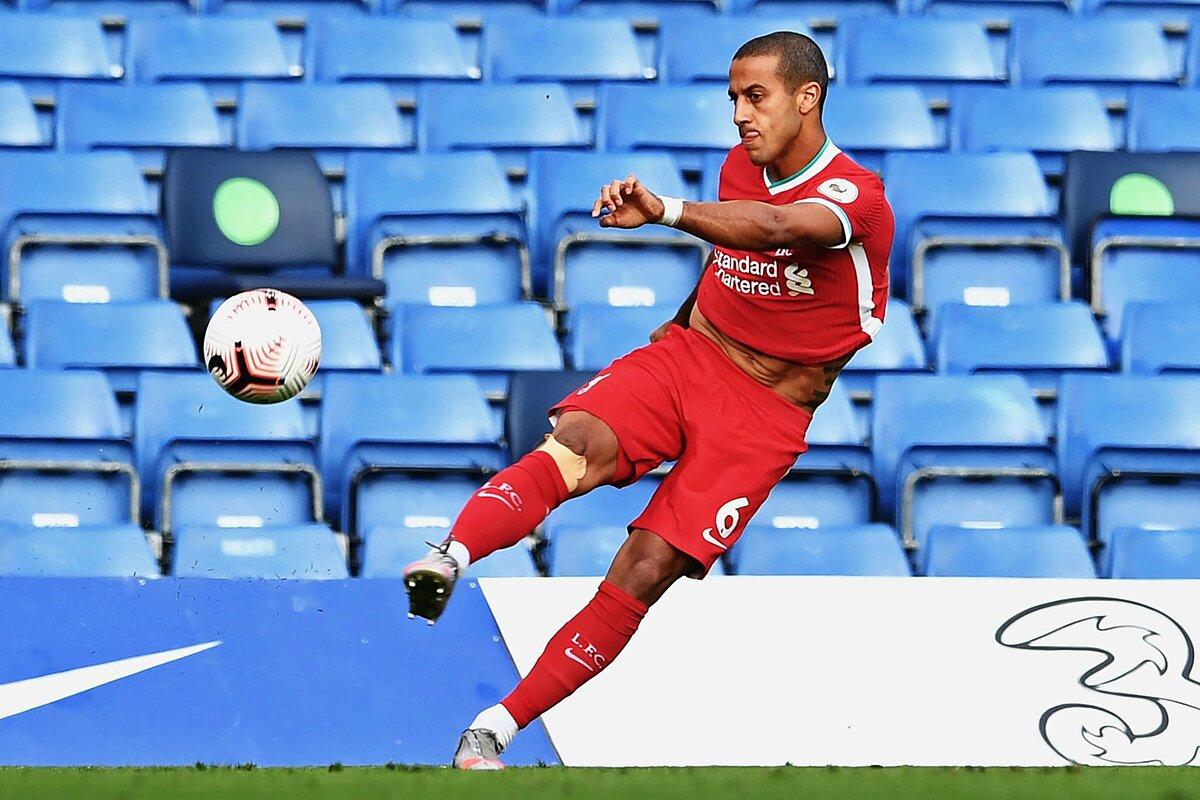 Thiago thể hiện kỹ năng cầm nhịp và phân phối bóng xuất sắc trong ngày ra mắt cùng Liverpool. Ảnh: LFC