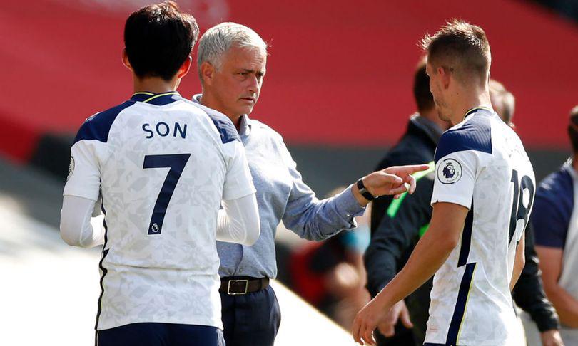 HLV Mourinho lo ngại, nếu trận gặp Leyton bị hoãn, Tottenham có thể phải đá 9 trận trong 21 ngày. Ảnh: AFP.