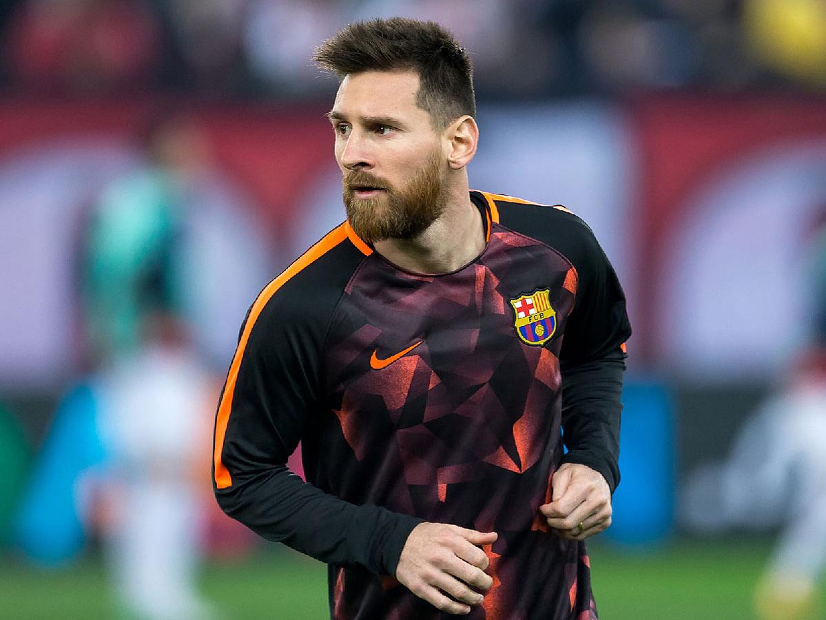 Messi chọn ở lại Barca thi đấu theo thời hạn hợp đồng. Ảnh: Shutterstock.