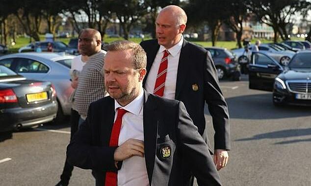 Matthew Judge (phải) - người phụ trách đàm phán chuyển nhượng ở Man Utd - bị Evra tố làm hỏng nhiều thương vụ. Ảnh: Daily Mail