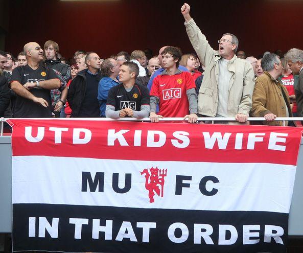 Khẩu hiệu vui của khán giả Man Utd. Ảnh: S-E