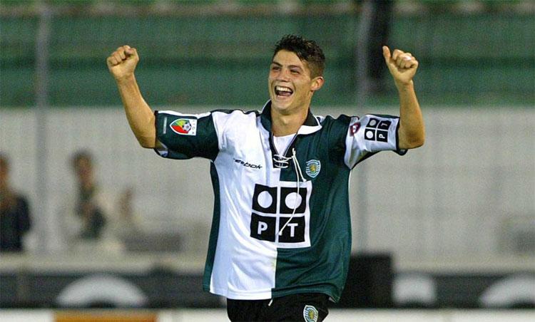Ronaldo thời khoác áo Sporting Lisbon 2002-2003. Ảnh: Ojogo.
