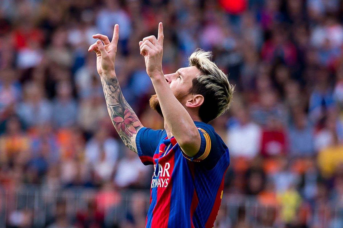 Người hâm mộ thích thú động tác ăn mừng của Messi mỗi khi ghi bàn. Ảnh: Shutterstock.