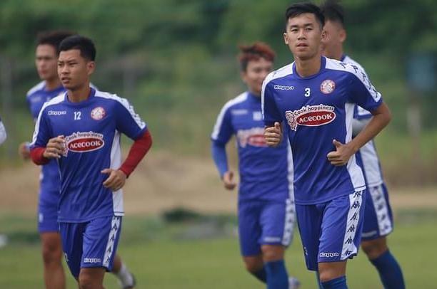 Phạm Trùm Tỉnh (12) chỉ có thể tập chay cùng CLB TP HCM và thi đấu ở mùa giải 2021. Ảnh: Cao Toàn.