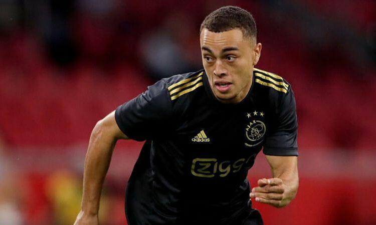 Sergino Dest có thẻ là cầu thủ tiếp theo rời Ajax với giá hàng chục triệu USD. Ảnh: Reuters