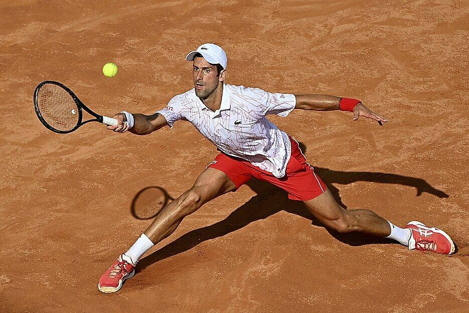 Ở tuổi 33, Djokovic vẫn rất dẻo dai và thi đấu ở đẳng cấp cao. Ảnh: AP.