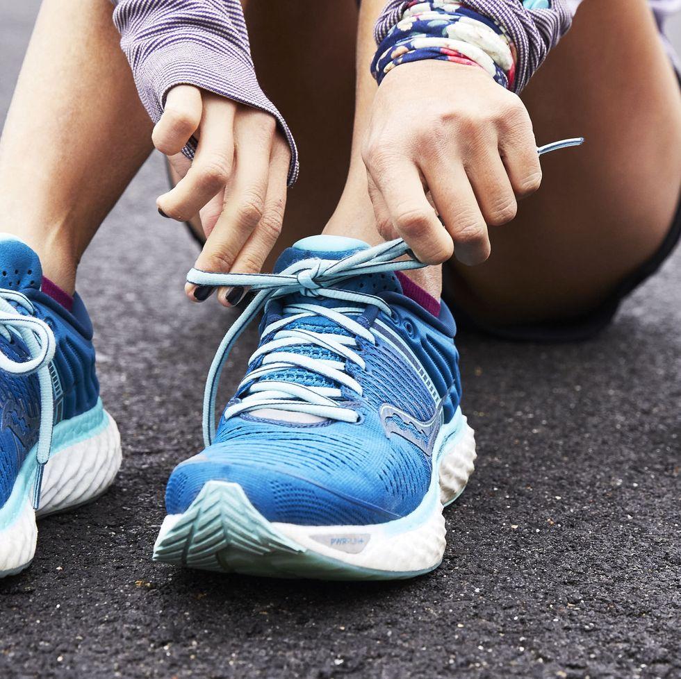 Giày mũi cong tiện lợi cho chạy bộ nhưng tiềm ẩn nguy cơ viêm hoặc chấn thương khi chạy. Ảnh: Lagota Gambill.