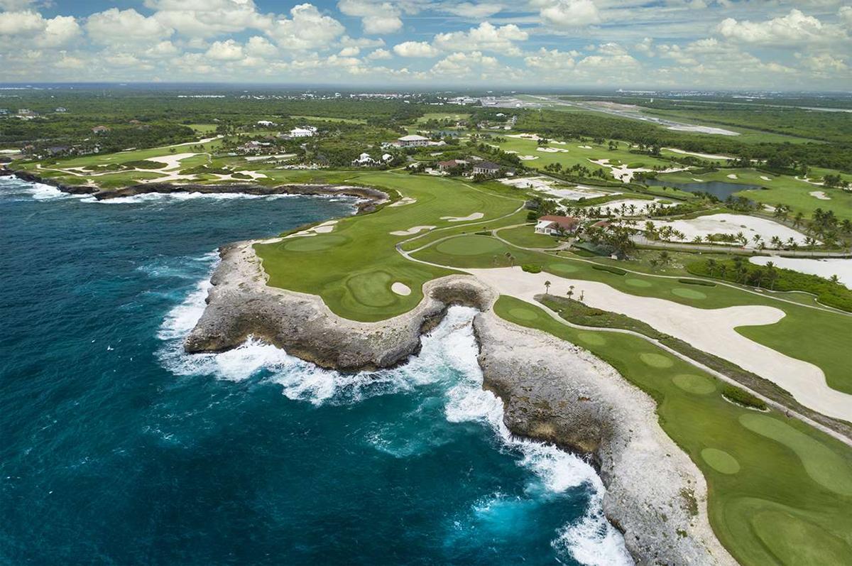 Sân Corales Puntacana nằm trong khu tổ hợp golf - resort bên bờ biển Carribean là nơi đăng cai sự kiện PGA Tour cùng tên. Ảnh: Golfweek