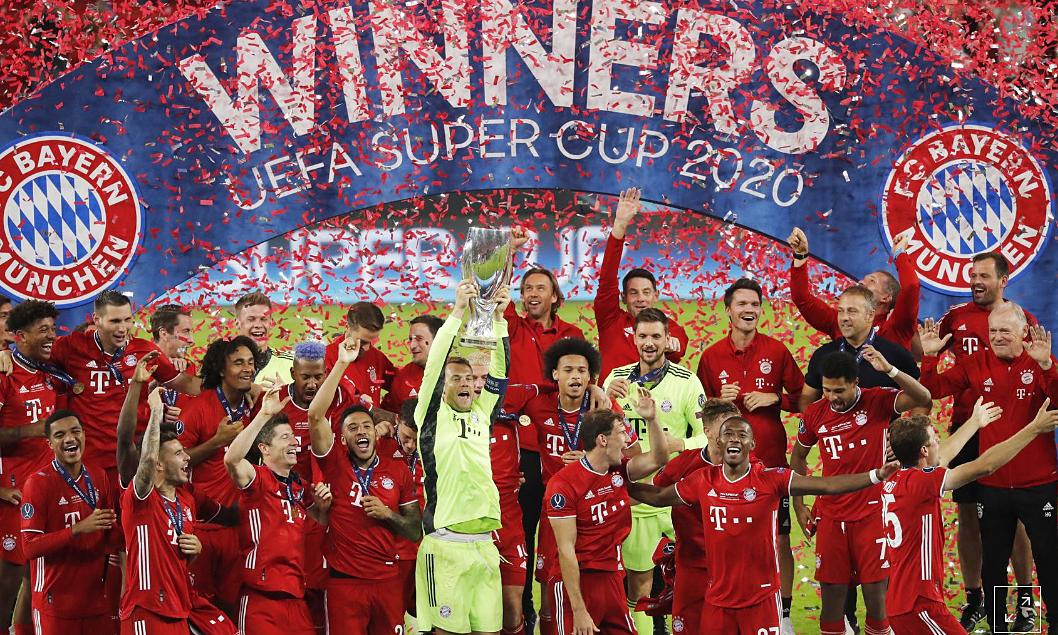Bayern mừng danh hiệu thứ tư trong ba tháng qua. Ảnh: Reuters