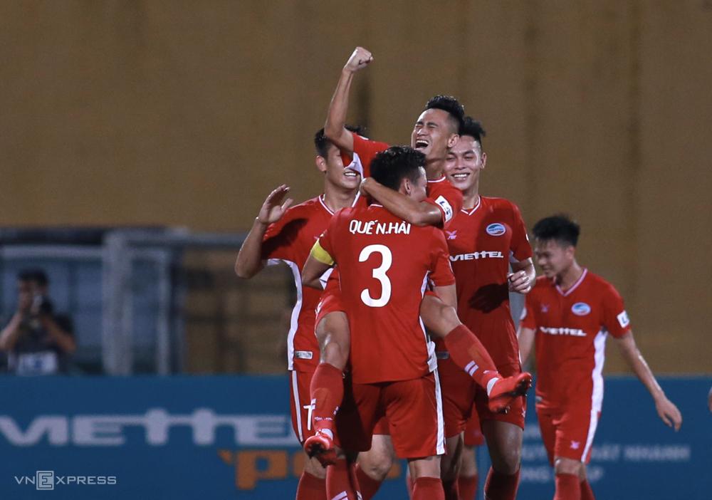 Vũ Minh Tuấn ghi bàn phút bù giờ, giúp Viettel đánh bại Sài Gòn tại vòng 12 V-League 2020. Ảnh: Lâm Thoả