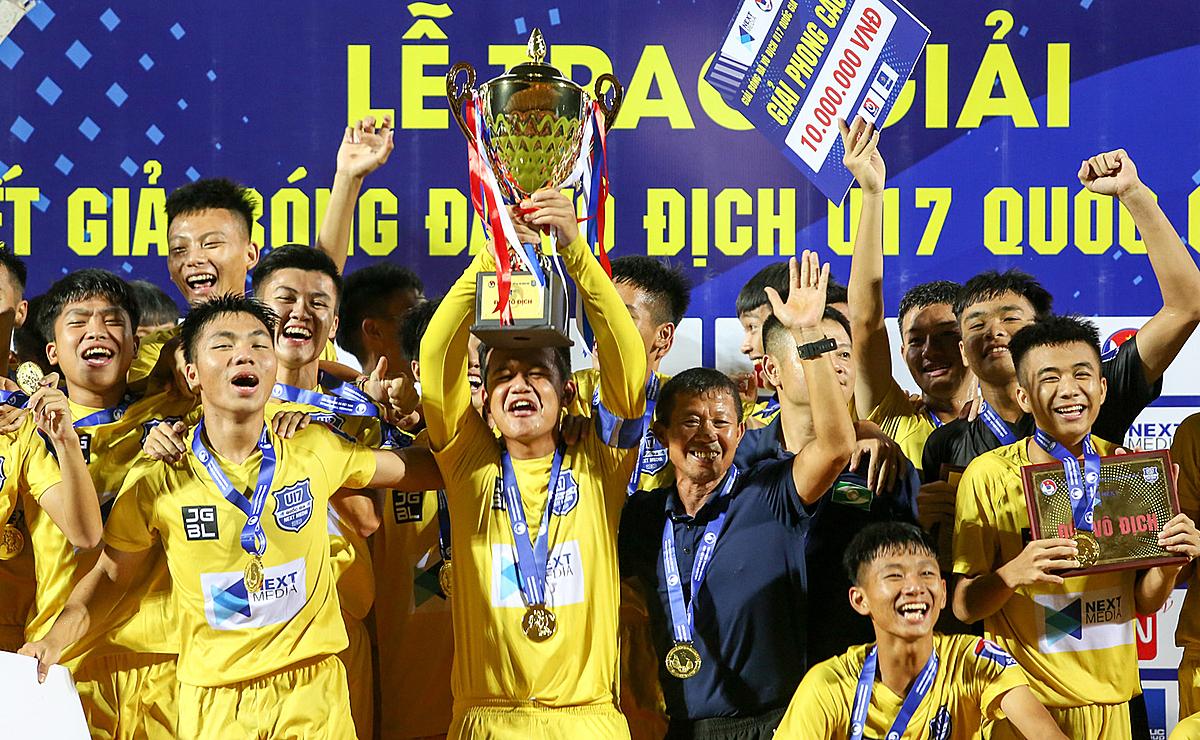 Với chức vô địch U17 quốc gia, SLNA cho thấy họ vẫn là lò đào tạo trẻ hàng đầu Việt Nam. Ảnh: Trương Thu Trang.