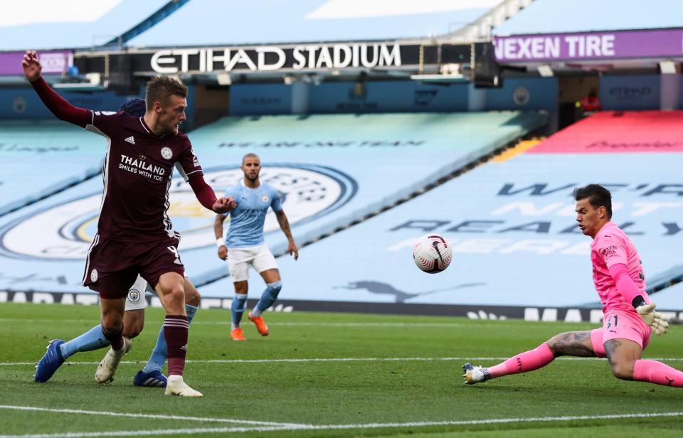 Vardy lần thứ hai lập hattrick vào lưới Man City. Ảnh: Sun.